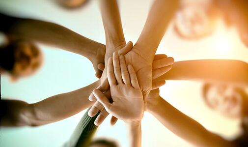 img-people-joining-hands-01